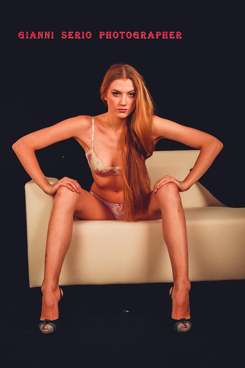 servizi fotografici in intimo glamour per modelle in sala posa